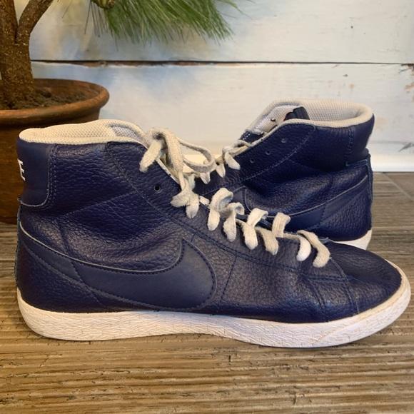895850 400 Nike Blazer Mid GS ; Size 5Y Kids